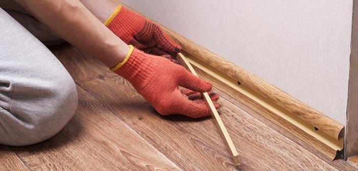 Fußleisten befestigen: 6 Klebe-Varianten im Vergleich kennenlernen (Foto-Shutterstock: _Kuchina )