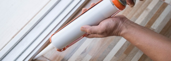 Sockelleisten schrauben andere Idee Silkon verwenden (Foto-Shutterstock: noprati somchit)