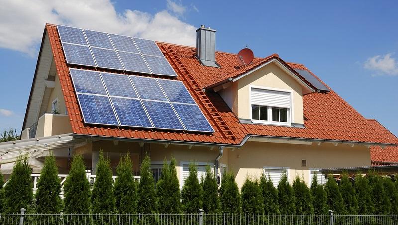 Es ist mittlerweile bereits seit mehreren Jahren üblich, ein fremdes Dach für die Errichtung einer Photovoltaikanlage zu mieten, wenn keine eigene Dachfläche vorhanden ist. (Foto-Shutterstock: manfredxy)
