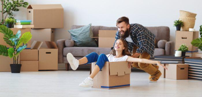 Wohnungsübergabeprotokoll: Vermieter und Mieter sollten es gemeinsam ausfüllen (Foto: Shutterstock - Monkey Business Images)