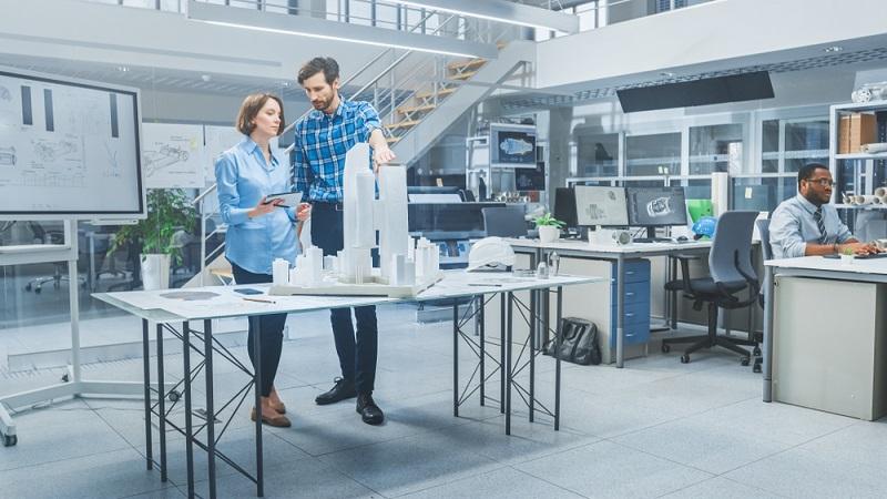 Der Planschrank oder Architektenschrank gehört zu den Möbelstücken, die in keinem Architekturbüro fehlen dürfen.  ( Foto: Shutterstock- Gorodenkoff )