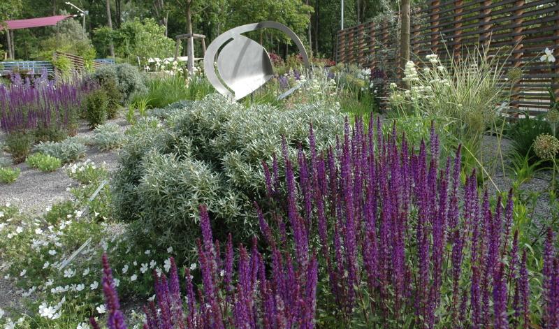 Staudenbeet Pflanzplan: Mit der richtigen Planung entsteht ein solches Blütenmeer auch in Ihrem Garten.