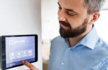Beste Smart Home Systeme: Preise, Vergleich und Tipps ( Foto: Shutterstock-Halfpoint )