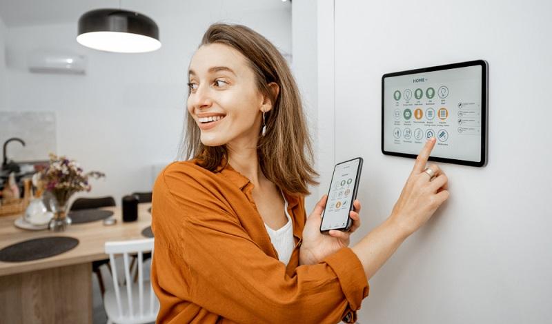 Nur weil Sie sich für beste Smart Home Systeme interessieren, heißt das nicht, dass Sie viel Geld dafür bezahlen müssen. ( Foto: Shutterstock-_RossHelen)