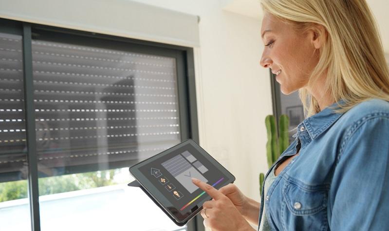 Es gibt Smart Home Systeme in unterschiedlichen Preisklassen und dennoch mit einer ähnlichen Ausstattung. ( Foto: Shutterstock-  goodluz_)