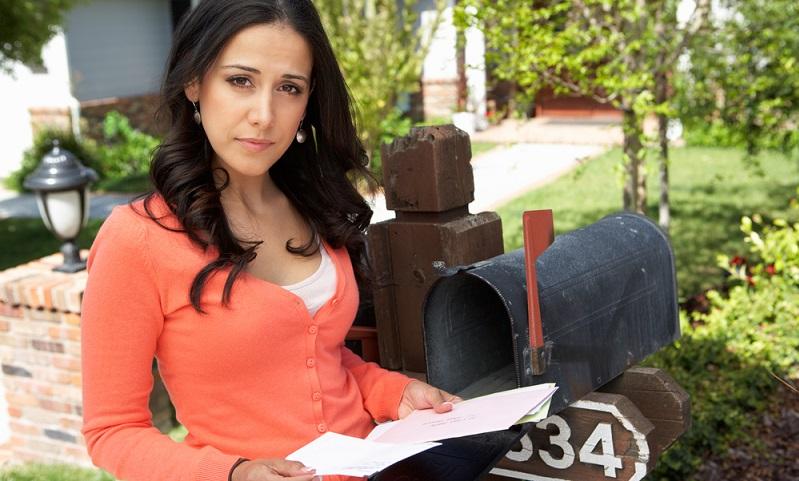 Der tägliche Blick in den Briefkasten gehört für die meisten Menschen zur Routine. ( Foto: Shutterstock-Monkey Business Images)