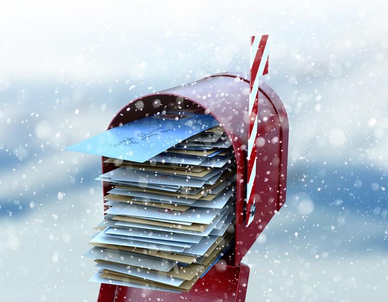 Überquellende Briefkästen sind ein unschöner Anblick und zwingen den Postzusteller, die Briefe in den Briefkasten zu quetschen. (Foto: Shutterstock-Inked Pixels)