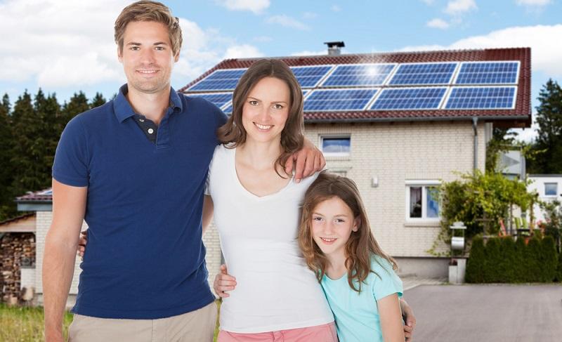 Sie können zum Beispiel Ihre Heizungsanlage mit einer Solarthermieanlage koppeln.  ( Foto: Shutterstock- Andrey_Popov )