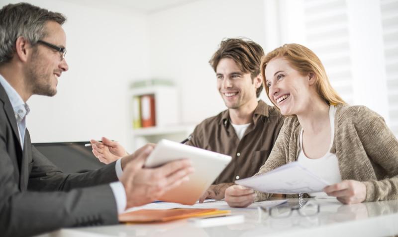 Immobilienkaufleute haben unterschiedliche Möglichkeiten der Weiterbildung. (Foto: Shutterstock - Jack Frog)