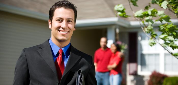Immobilienkaufmann: Soviel Gehalt ist möglich (Foto: Shutterstock - Sean Locke Photography)