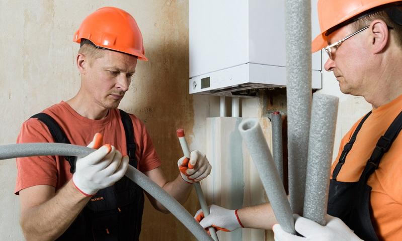 Wo es früher praktisch ohne Alternative nur die Öl- oder Gasheizung zur Auswahl gab, sind heute viele überaus energieeffizientere Systeme auf dem Markt, die einiges versprechen. ( Foto: Shutterstock-UO Studio )