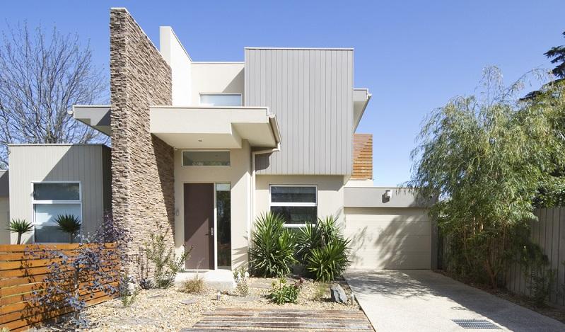Angesichts der sehr niedrigen Preise durch die Fertighausanbieter muss allerdings auch so mancher Architekt die Honorarordnung unterbieten und bleibt unter den üblichen Honorarsätzen.  (Foto: Shutterstock-Jodie Johnson )