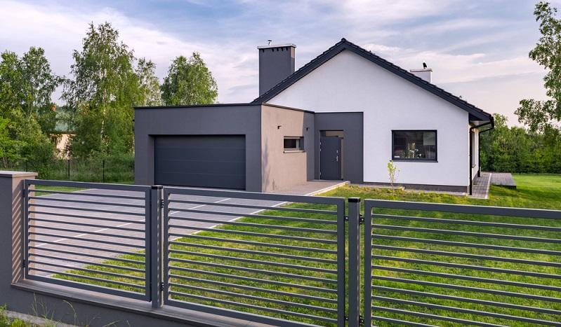 Einfriedungspflichten regeln den Zaunbau in Deutschland.   ( Foto: Shutterstock-  Dariusz Jarzabek )