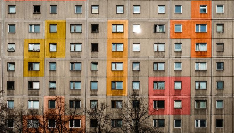 Günstige Mietwohnungen im Plattenbau ( Foto: Shutterstock-hanohiki )