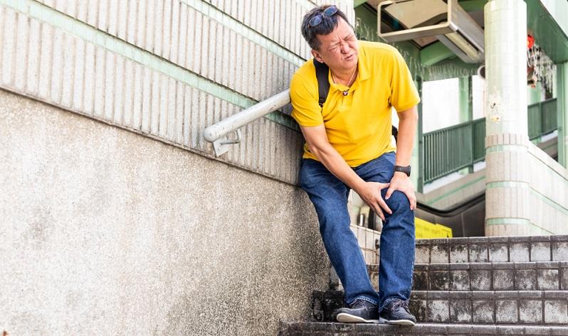 Das Knie ist das größte Gelenk des menschlichen Körpers und es ist täglich großen Belastungen ausgesetzt. ( Foto: Shutterstock- _ThamKC)