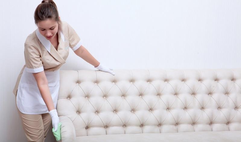 Durch das regelmäßige Einreiben mit einem guten Lederfett wird verhindert, dass zum Beispiel Flüssigkeiten in das Leder eindringen können.  ( Foto: Shutterstock-RusAKphoto )