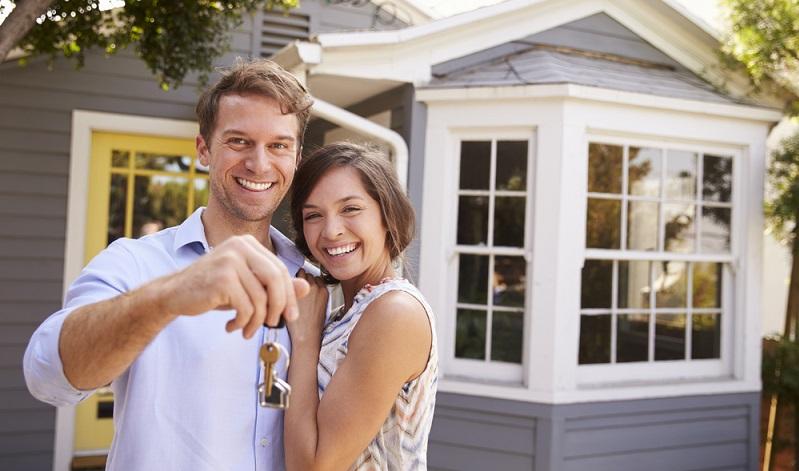Wer den Kapitaleinsatz scheut, den ein Immobilienkauf erfordert, der kann über Immobilienfonds auch mit geringerem Einsatz an dieser Assetklasse partizipieren, jedoch ist über Fonds kein unmittelbares Immobilieneigentum für den Investor verbunden. ( Foto: Shutterstock-Monkey Business Images)