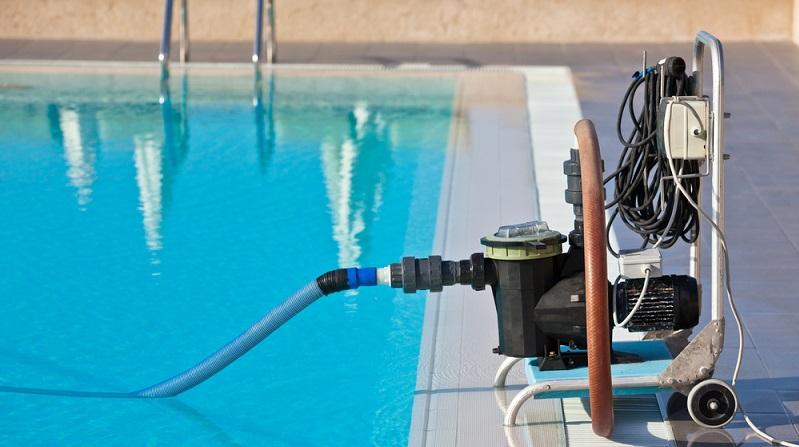 Angesichts ständig steigender Sommertemperaturen und neuerdings sogar im Sommer geschlossener Schwimmbäder bleibt nur noch eines: Der eigene Pool muss her! ( Foto: Shutterstock- dvoevnore)