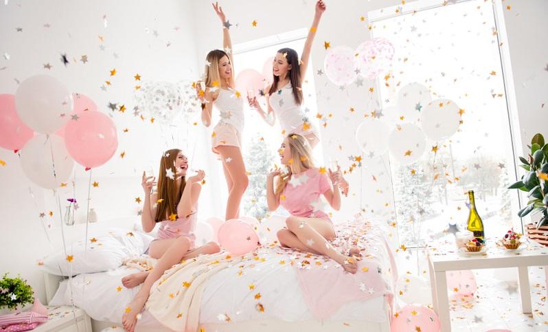 Nein, Luftballons gehören nicht nur zum Kindergeburtstag, sondern können sogar als Motto für eine Party der Erwachsenen genutzt werden. ( Foto: Shutterstock-Roman Samborskyi )
