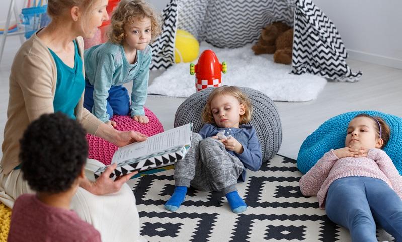 Es müssen Räume zum Spielen, Schlafen, für die Pflege und den persönlichen Rückzug vorgesehen werden.  ( Foto: Shutterstock-Photographee.eu )