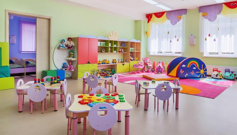 Auch bei der Einrichtung des Kindergartens ist auf die passenden Materialien zu setzen.  ( Foto: Shutterstock-Beloborod )