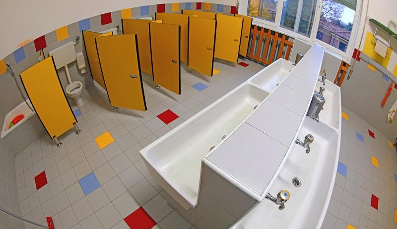 Auch an ein ausreichendes Badezimmer muss für die Kleinen gedacht werden. ( Foto: Shutterstock-ChiccoDodiFC_)
