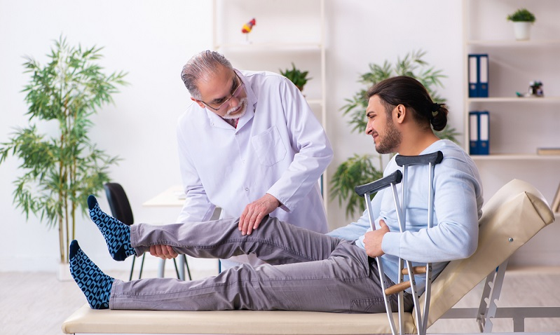 Um eine Krankenversicherung kommt kein Mensch herum ( Foto: Shutterstock-Elnur)