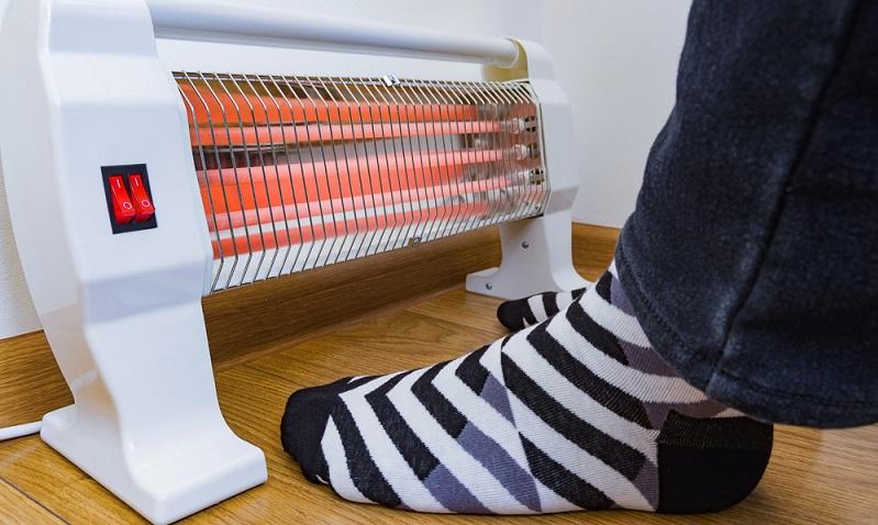 Die besonders wohlige Wärmewirkung ist schon in wenigen Sekunden nach dem Einschalten des Heizstrahlers zu spüren  ( Foto: Shutterstock-Yevhen Prozhyrko)
