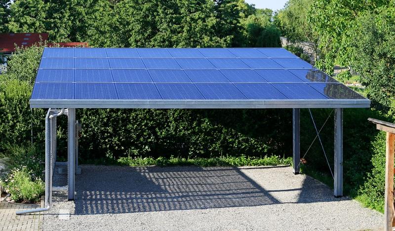 Carport aus Stahl sind teurer halten aber auch um einiges länger ( Foto: Shutterstock-Marina Lohrbach  )