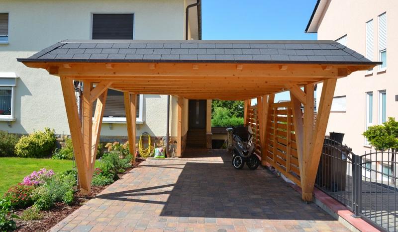 Das Carport kann auch neben dem Haus  seinen Platz finden ( Foto: Shutterstock- klikkipetra  )