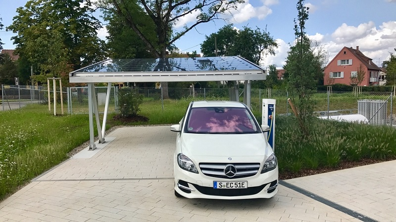 Etwas handwerkliches Geschick braucht man schon wenn man das Carport selbst aufstellen möchte. ( Foto: Shutterstock-  Frank Gaertner )