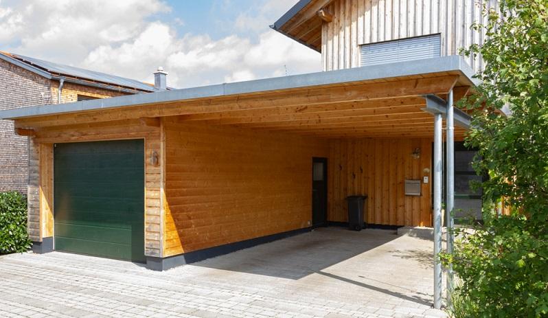 Zusätzlichen Raum schaffen mit einem Abstellraum hinter oder neben einem Carport ( Foto: Shutterstock-rudolfgeiger )
