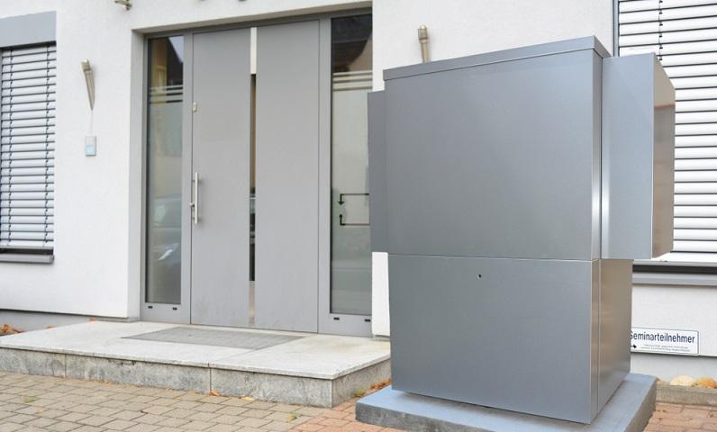 Eine moderne Luft-Wasser-Wärmepumpe erreicht eine Jahresarbeitszahl von 3,5 oder besser, wobei dieser Richtwert für die Beantragung einer Förderung durch das BAFA wichtig ist. ( Foto: Shutterstock- klikkipetra)