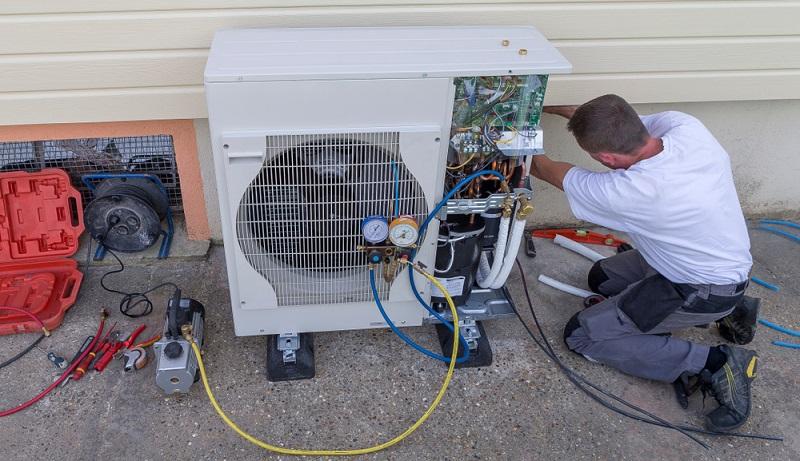Der Einbau einer Wärmepumpe ist für viele Bauherren aktuell die einzig logische Alternative. (Foto: Shutterstock-JPC-PROD )