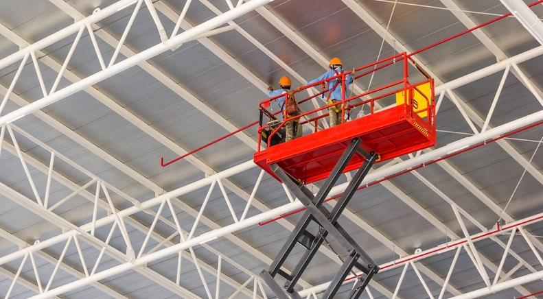 Scherenbühnen werden hauptsächlich für den Innenbereich verwendet. (Foto: Shutterstock-NavinTar_)