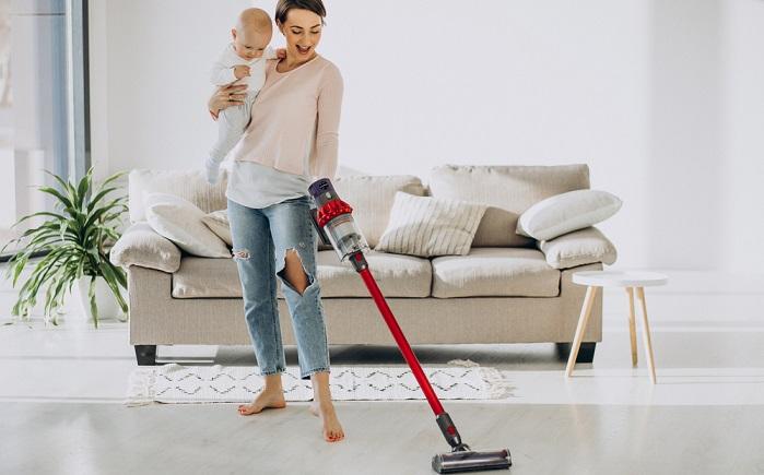 Teppichböden sollten regelmäßig abgesaugt werden, denn hier verschwinden kleinste Haare, Krümel und Sandkörnchen in den mehr oder wenigen hohen Flusen. ( Foto: Shutterstock- PH888)