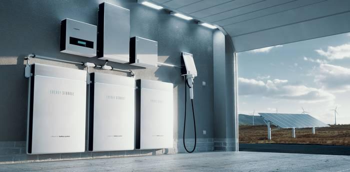 Der intelligente Stromspeicher ermöglicht die Nutzung der selbst produzierten Energie zu einem späteren Zeitpunkt. So kann man nachts das eigene E-Auto mit dem tagsüber eingesammelten Solarstrom aufladen. (Foto: shutterstock - petrmalinak)