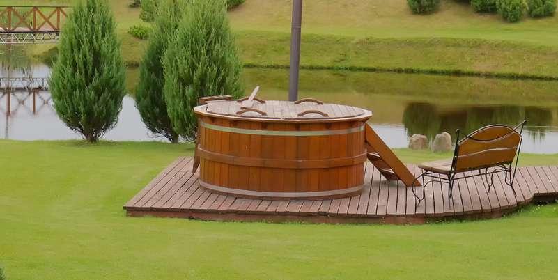 Hot Tubs gibt es in unterschiedlichen Größen und Formen ( Foto: Shutterstock- venot )